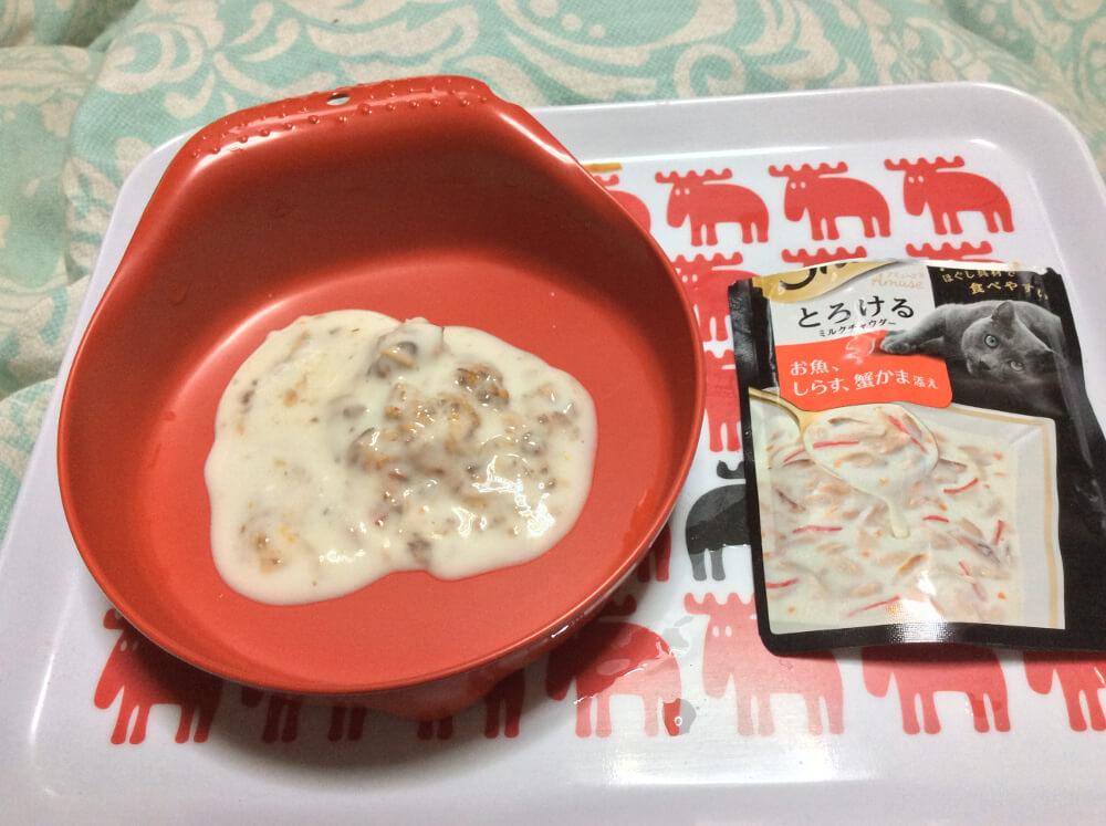 【キャットフードレビュー】具材とスープのドッキング|Sheba(シーバ)「とろけるミルクチャウダー」お魚、しらす、蟹かま添え